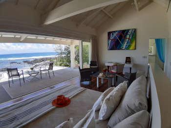 Slaapkamer met zeezicht, luxe villa Las Brisas in Mauritius